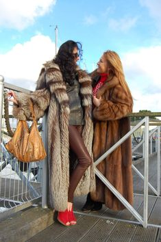 Long Fur Coat, Fur Coats, Fur Fashion, Winter Fashion, Womens Fashion, Sable Coat, Fabulous Fox, Great Women, Fox Fur