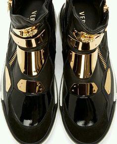 #menshoes para #uomo en @versace_official ➖➖➖➖➖➖➖➖➖➖➖➖➖➖ #versace #versaceshoes…