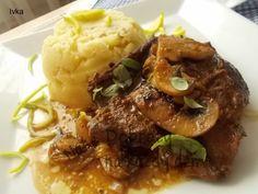 Z jehněčí, kuchyňsky upravené kýty seřízneme silnější dva plátky, prošpikujeme je klínky ze slaniny a podélně nařezanými stroužky česneku. Plátky ochutíme naseka .... Pork, Beef, Fine Dining, Kale Stir Fry, Meat, Pork Chops, Steak