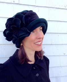 Polar Fleece Ladies Hat Flapper Cloche Forest Green di hatjunkie