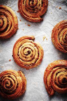 Recent Work: The Bread Factory (cinnamon swirls) Breakfast Desayunos, Brunch, Eat Dessert First, Macaron, Food Inspiration, Cinnamon Swirls, Cinnamon Rolls, Sweet Recipes, Sweet Bread