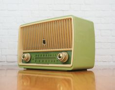 1956 Grundig Majestic Radio Model 85 Green by FireflyVintageHome, $225.00