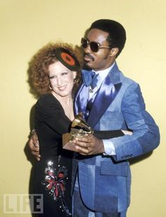Bette Midler & Stevie Wonder at the 1975 Grammys.