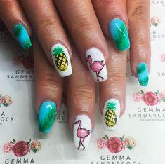 21 Flamingo Nails > CherryCherryBeauty.com [Source: gs_hairandnailstylist / Instagram]