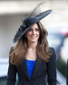 Wish it was acceptable to dress like this in the US. :( love the extravagant hats! So ladylike