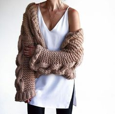 Our favorite two-tone Geoffrey Scott lariat looks absolutely lovely on stylist Autumn Winter Fashion, Spring Fashion, Winter Style, I Love Mr Mittens, Big Knits, Chunky Knits, Chunky Yarn, Thing 1, Fashion Stylist