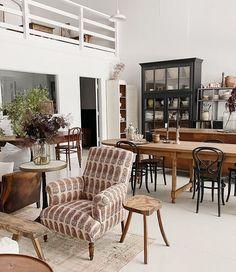 Elsie Green (@elsie_green) • Instagram photos and videos Vintage Home Decor, Vintage Furniture, Interior Styling, Interior Design, Desert Homes, Home Decor Online, Online Furniture, Modern Farmhouse, Family Room