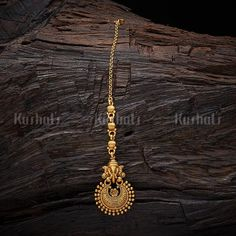 Jewelry OFF! Designer maang tikka studded with synthetic stones and beads plated with antique gold polish made of copper alloy! Gold Ring Designs, Gold Earrings Designs, Gold Jewellery Design, Indian Wedding Jewelry, Bridal Jewelry, Tikka Jewelry, Indian Jewelry, Gold Jewelry Simple, Rose Gold Jewelry