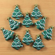 Bulk 10pcs X'mas Christmas Tree Green Resin by TheButtonSisters