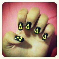 Zelda Triforce nail art