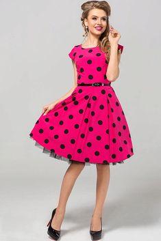 Nádherné šaty jako stvořené na svatby, zahradní oslavy, párty či krásné letní dny. Sytě růžový podklad s černými puntíky a perfektní střih to jsou hlavní trumfy těchto krásek. Pohodlný střih s lodičkovým výstřihem, krátkým rukávkem, zapínáním na zadní straně na skrytý zip, materiál 67% polyester, 30% viskóza, 3% elastan. Šaty jsou o něco menší, doporučujeme spíše o číslo větší velikost. Party, Vintage, Style, Fashion, Swag, Moda, Fashion Styles, Parties, Vintage Comics