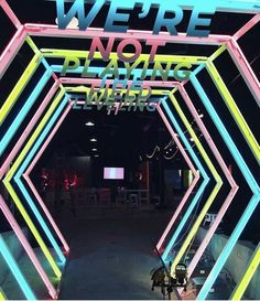 Design by Warner Brothers & Giant Spoon for the launch of Ready Player One - using mirrors to create different perception of depth, combined with the wording at the top results in an effective exhibition stand design Entrance Design, Stage Design, Event Design, Design Design, Graphic Design, Exhibition Stand Design, Exhibition Display, Neon Led, Wow Photo