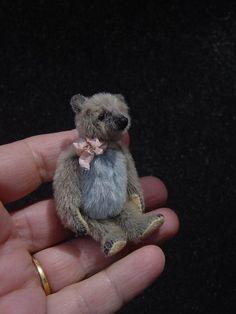 Junie, Miniature 2 Artist Bear from Aerlinn Bears. via Etsy. Love Bear, Cute Teddy Bears, Bear Doll, Polar Bear, Art Dolls, Friends, Crafts, Sewing, Bunnies