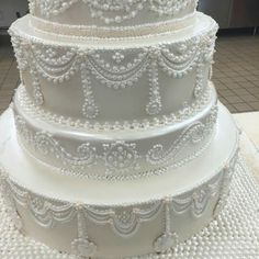 Buddy Valastro 7/2/15 shows us he still has his piping skills.