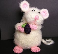 Pudgy little mouse amigurumi. (Pattern available to buy on Etsy). Crochet Mouse, Crochet Amigurumi, Cute Crochet, Amigurumi Patterns, Crochet Crafts, Crochet Dolls, Crochet Yarn, Yarn Crafts, Crochet Projects