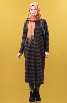 """Nihan Keçe Manto-Mürdüm T3269-10 Sitemize """"Nihan Keçe Manto-Mürdüm T3269-10"""" tesettür elbise eklenmiştir. https://www.yenitesetturmodelleri.com/yeni-tesettur-modelleri-nihan-kece-manto-murdum-t3269-10/"""