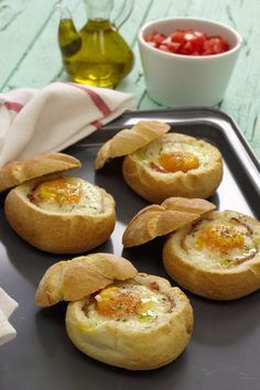 Five Orange Rooms: Bun Stuffed with Egg and Ham in the Oven Love Eat, Love Food, Food C, Brunch, Yummy Food, Tasty, Portuguese Recipes, Quiches, Other Recipes