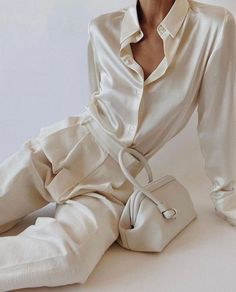 Hm Outfits, Girly Outfits, Classy Outfits, Suit Fashion, Look Fashion, Fashion Outfits, Fashion Trends, Camisa Beige, Mode Monochrome
