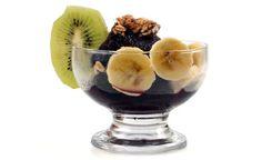 Açaí na Tigela/Taça:-  400 gramas de polpa congelada de açaí 2 bananas ou outra fruta de sua preferência como mamão ou abacate 60 ml de xarope de guaraná Granola a gosto