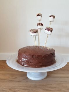 Chocolate cake with mashmellow decoration