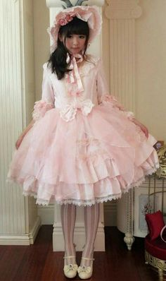 """Maximum Poof - """"/cgl/ - Cosplay & EGL"""" is imageboard for the discussion of cosplay, elegant gothic lolita (EGL), and anime conventions. Harajuku Fashion, Kawaii Fashion, Cute Fashion, Asian Fashion, Girl Fashion, Fashion Goth, Trendy Fashion, Estilo Lolita, Mode Alternative"""