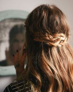 Pretty way to pull back your hair Hair Pretty Hairstyles, Braided Hairstyles, Wedding Hairstyles, Style Hairstyle, Easy Hairstyle, Hairstyles Haircuts, Hairstyle Ideas, Twisted Hair, Corte Y Color