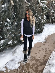Sarah Knuth: It's rainy and gross here in Indiana today and I'm missing all this pretty snow! Winter Outfits Women, Winter Fashion Outfits, Autumn Winter Fashion, Fall Outfits, Casual Outfits, Cute Outfits, North Face Vest, Snow Fashion, Cold Weather Outfits
