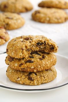 These vegan oatmeal cookies are crisp on the outside and chewy on the inside and taste just like traditional oatmeal raisin cookies! Can be made gluten-free, whole wheat or with all-purpose flours. Gluten Free Cookies, Gluten Free Desserts, Yummy Cookies, Vegan Desserts, Delicious Desserts, Vegan Recipes, Vegan Baking, Healthy Baking, Healthy Snacks