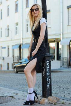 In the heart of city Heels Outfits, Socks And Heels, Cute Socks, Girls Socks, Nice Legs, Dress Sandals, Summer Wear, Tights, Stockings