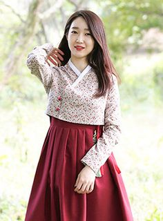 한복을 모티브로 한 캐주얼 브랜드 LEESLE 리슬 Korean Traditional Dress, Traditional Fashion, Traditional Dresses, Japanese Outfits, Korean Outfits, Korea Dress, Modern Hanbok, Batik Fashion, Pantalon Large