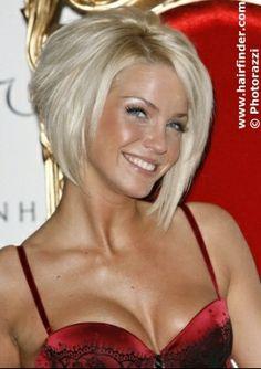 Si un jour l'envie me prend de me couper les cheveux certainement que je partirais sur cette coiffure, carré plongeant blond platine !