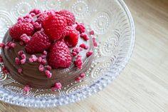 Keittiö ja kolme kerrosta: Suklaamousse ja vadelmia