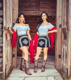 👰🏻Dama Goals 😍 Lupita Embroidered Skirts & Ximena Embroidered Western Boots make the perfect outfit for quinceañera/wedding damas ❤️… Sexy Cowgirl Outfits, Country Style Outfits, Rodeo Outfits, Dance Outfits, Cute Outfits, Charro Outfit, Charro Dresses, Mexican Style Dresses, Mexican Outfit