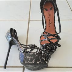 Platform Stilettos Adorable office heels! Wear with a pencil skirt or dress! Pretty high, but comfortable. Worn once!! Shoes Heels