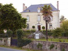 C'était un vieux manoir perdu dans la campagne française de Vendée et abandonné depuis des années, lorsque le designer norvégien Stein...
