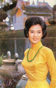 South Vietnam postcards. Saigon 1970 - Miss Thanh Nga (1942-1978)