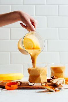 You guys are LOVING our Easy Vegan Golden Milk Smoothie! Anti-inflammatory, 7 ingredients, + 5 minutes to make! The ultimate healthier… Smoothies Vegan, Smoothie Prep, Juice Smoothie, Fruit Smoothies, Clean Eating Vegan, Clean Eating Snacks, Lunch Snacks, Healthy Vegan Dessert, Blackberry Smoothie