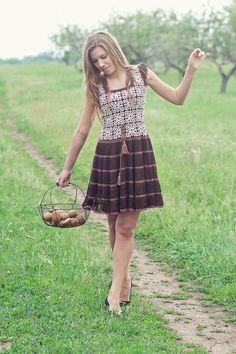 Estilo Romântico: usa roupas com formatos e texturas delicados, como esse vestido de croché.