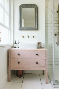 ▷ original ideas for a reclaimed bathroom furniture - pretty vintage-style washbasin corner with a pink bathroom chest of drawers, fitted next to the sho - Shabby Chic Spiegel, Shabby Chic Mirror, Shabby Chic Decor, Vintage Bathroom Vanities, Vintage Bathrooms, Chic Bathrooms, Vintage Vanity, Vintage Chic, Retro Vintage