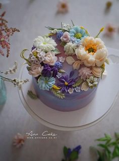 Buttercream Cake Decorating, Buttercream Flower Cake, Easy Cake Decorating, Purple Wedding Cakes, Wedding Cakes With Flowers, Flower Cakes, Gold Wedding, Gorgeous Cakes, Pretty Cakes