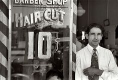 Russell Lee - Mexican barber, San Antonio, Texas 1939