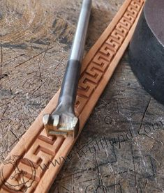 Leather stamp with a plastic motif of a meander. Size: 10 x 11 mm. This stamp can be combined with other motives. You can decorate bracelets, belts, watches, belts, key rings, amulets, saddles. This tool is made of hard brass and steel. Length: 10 cm.