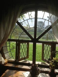 round window for my future hobbit house Casa Dos Hobbits, Future House, Interior And Exterior, Interior Design, Luxury Interior, Window View, Through The Window, Windows And Doors, Round Windows