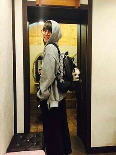 Your boyfriend Taehyung has kidnapped your cute puppy and your both friend Jungkook sent you a snap Bts Taehyung, Jimin, Namjoon, Bts Bangtan Boy, Seokjin, Hoseok, Taehyung Smile, Rapmon, Daegu