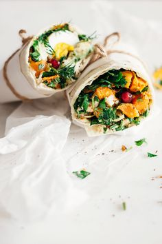 Healthy lunch wrap with sweet potato, greens, hummus and egg for busy days | TheAwesomeGreen.com
