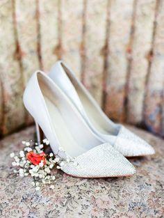 Sparkly bridal shoes @weddingchicks