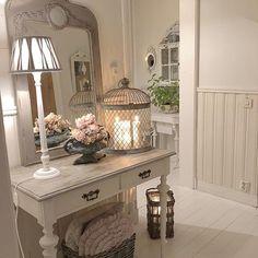 Kitchen Tray, Kitchen Decor, Farmhouse Design, Farmhouse Decor, Cottage Entryway, Small Country Homes, Pretty Bedroom, Bedroom Small, Deco Addict