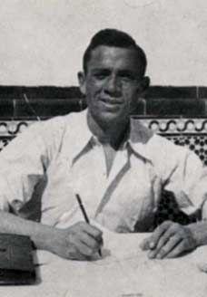 Miguel Hernández en Jaén, en la primavera de 1937.