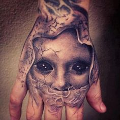 3D tattoo on a hand..........freaky, but cool