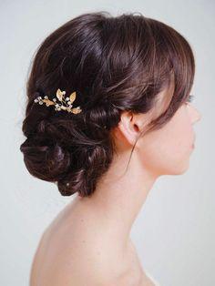 He encontrado este interesante anuncio de Etsy en https://www.etsy.com/es/listing/226086303/gold-leaf-bridal-hair-comb-gold-wedding